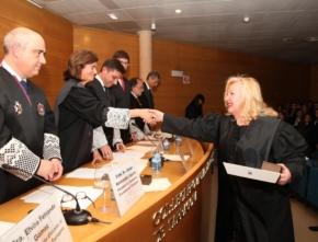 Nuria Sabat recibe el reconocimiento del Colegio de Abogados de Tarragona